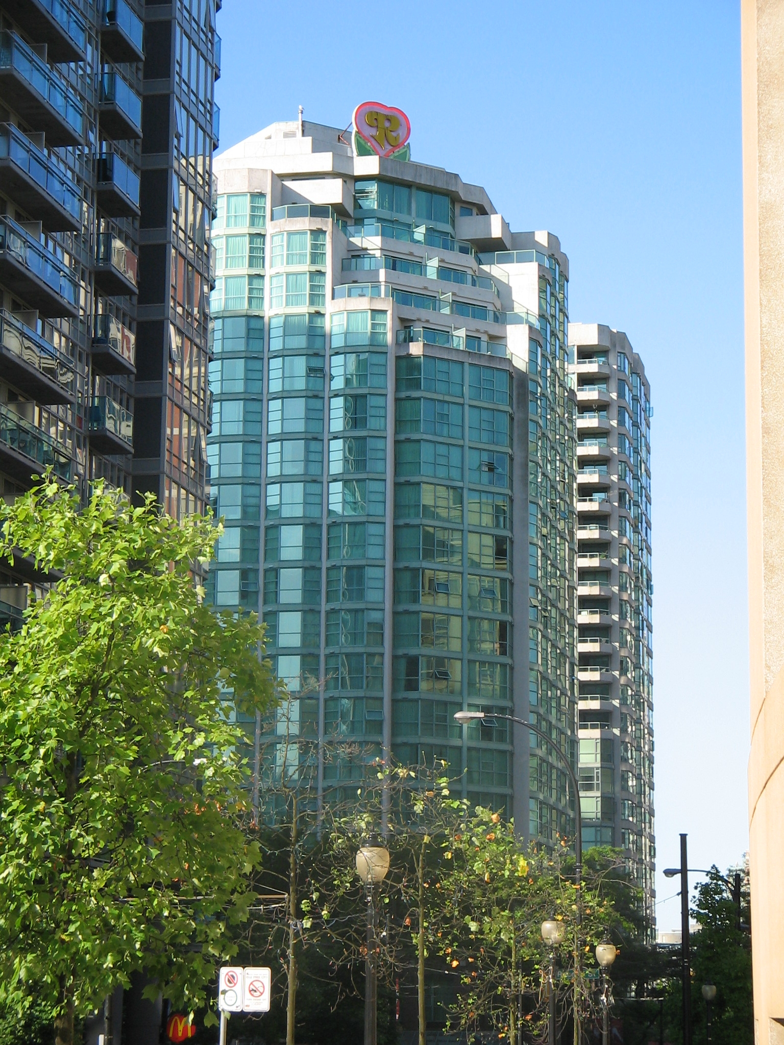 Hotels Close To Canada Place Vancouver